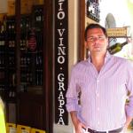 Comprando vino en Montalcino  en la Toscana