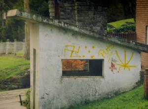 """Pintada """"nazi"""" en Bariloche"""